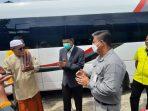Serah terima bantuan oleh First Manager CSR PT. Kideco Jaya Agung Suryanto bersama Wakil Bupati Paser H. Kaharuddin berupa 1 unit mobil minibus yang diserahkan kepada Pimpinan Pondok Pesantren Al-Ihsan Badruddin