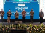 PT Kideco Jaya Agung, anak perusahaan energi terintegrasi PT Indika Energy Tbk, kembali meraih 3 (tiga) penghargaan pada ajang TOP CSR Awards 2021.Foto : HO/Humas Kideco.
