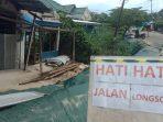 Kondisi rumah warga yang amblas akibat tanah longsor pada Rabu (07/04/2021)