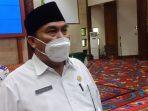 Bupati Kubar, FX Yapan mengeluarkan surat edaran pelaksanaan PPKM level 4 untuk pencegahan, pengendalian dan penanganan Covid-19 di Kabupaten Kutai Barat. Foto : BorneoFlash.com/Lilis Suryani.
