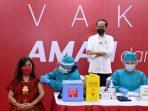 Presiden Jokowi meninjau pelaksanaan vaksinasi massal yang digelar di dua pusat perdagangan di Jakarta, salah satunya di TM Thamrin City. foto : HO.