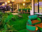 Suasana Santai di Bird Cage & Bamboo Garden MaxOne Hotel Balikpapan. Foto : HO/MaxOne Hotel Balikpapan.