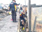 Suasana petugas kepolisian lakukan olah TKP. Foto : BorneoFlash.com/Muhammad Eko.