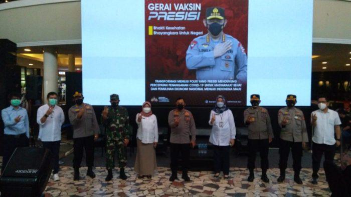 Vaksinasi Covid-19 menyasar Mall BSB E-Walk Balikpapan pada Rabu (30/6/2021). Foto : Borneoflash.com/Muhammad Eko.