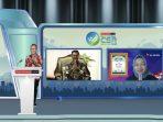 Group Head Corporate Communication XL Axiata, Tri Wahyuningsih menerima penghargaan Indonesia Best CSR Awards 2021 untuk kategori Outstanding Program in Innovative Digital Transformation dalam di Jakarta, Rabu (14/7/2021). Foto : HO.