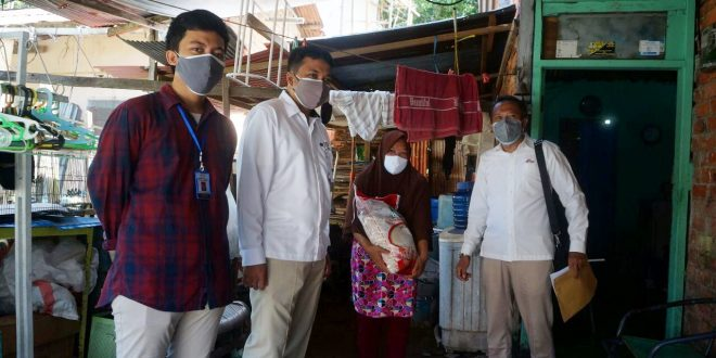Bulog Kaltim mulai salurkan bantuan beras PPKM 2021 untuk belasan ribu Keluarga Penerima Manfaat (KPM). Foto : HO.