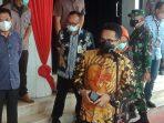 Wali Kota Balikpapan Rahmad Mas'ud saat menggelar pres rilis di halaman kantor Pemkot Balikpapan, Jln Jendral Sudirman, Balikpapan Kota, Jum'at (9/7/2021). Foto : BorneoFlash.com/Muhammad Eko.