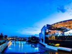 Loveshack Rooftop Pool & Skybar Maxone Hotel Balikpapan. Foto : HO.