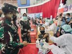 Pangdam VI/Mulawarman Mayjen TNI Heri Wiranto, S.E., M.M., M.Tr. (Han) Tinjau Serbuan Vaksinasi Covid-19 secara gratis untuk masyarakat, yang berlangsung di BSCC Dome Balikpapan, Sabtu(17/7/2021). Foto : HO.
