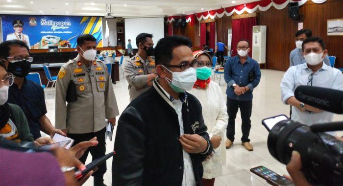 Wali Kota Balikpapan Rahmad Mas'ud, saat di Wawancara Awak Media. Foto : BorneoFlash.com/Muhammad Eko.
