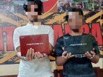 Pelaku Pencurian Laptop Berinisial AG (25) dan LM (24) saat diamankan di Mapolsek Balikpapan Barat. Foto : BorneoFlash.com/Muhammad Eko.