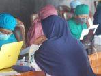 Program pemberian vaksinasi Covid-19 kepada masyarakat di Kabupaten Kutai Barat. Foto : BorneoFlash.com/Lilis Suryani.
