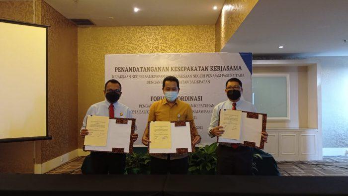 BPJS Kesehatan Kota Balikpapan meneken kesepakatan kerjasama dengan Kejaksaan Negeri (Kejari) Balikpapan dan Kejari Penajam Paser Utara. Foto : HO.