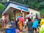 Hujan deras disertai angin kencang membuat bangunan milik warga di kawasan Gang Fajar 3, RT 39 Kelurahan Sepinggan, Kecamatan Balikpapan Selatan longsor Rabu (15/9/2021) lalu. Foto : BorneoFlash.com/Muhammad Eko.