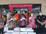 Satresnarkoba Polresta Balikpapan gelar konferensi pers operasi antik Mahakam 2021 di Halaman Mapolresta Balikpapan Jumat (8/10/2021). Foto : BorneoFlash.com/Muhammad Eko.