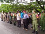 Petugas Gabungan Saat Apel Sebelum melaksanakan Razia Protokol Kesehatan. Foto : BorneoFlash.com/Muhammad Eko.