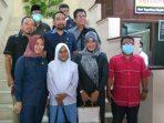 Putri Nadila, siswi SMKN 2 Balikpapan yang berhasil masuk 12 besar KDI di tingkat nasional, mendapatkan apresiasi dari DPRD Kota Balikpapan. Foto : BorneoFlash.com/Muhammad Eko.