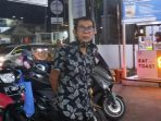 Zikri warga perumahan Pelangi Metro Residence Yang Motornya raib digondol maling, Rabu (13/10/2021). Foto : BorneoFlash.com/Muhammad Eko.